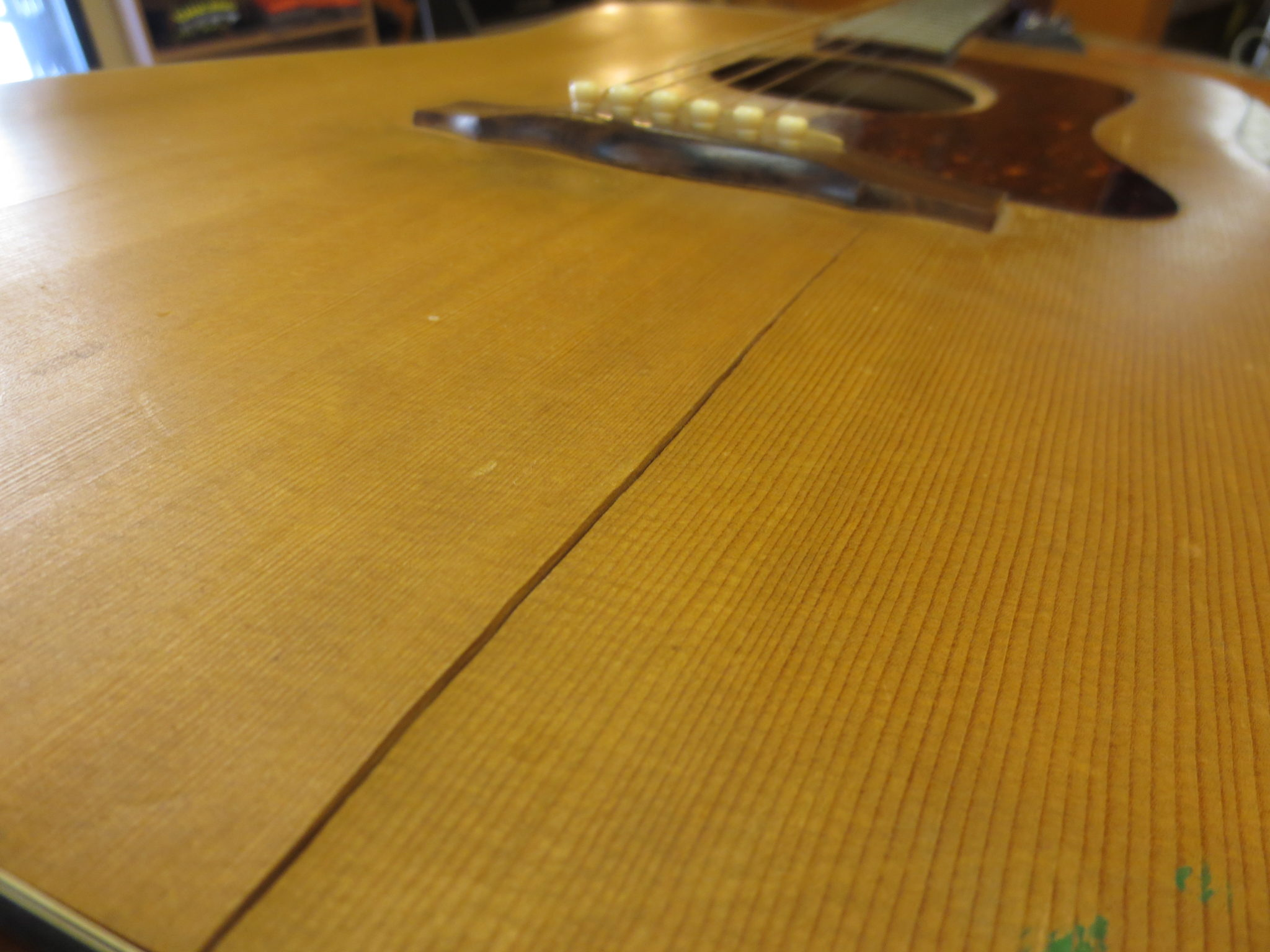 Why and How to Humidify Your Guitar – 2015 Edition