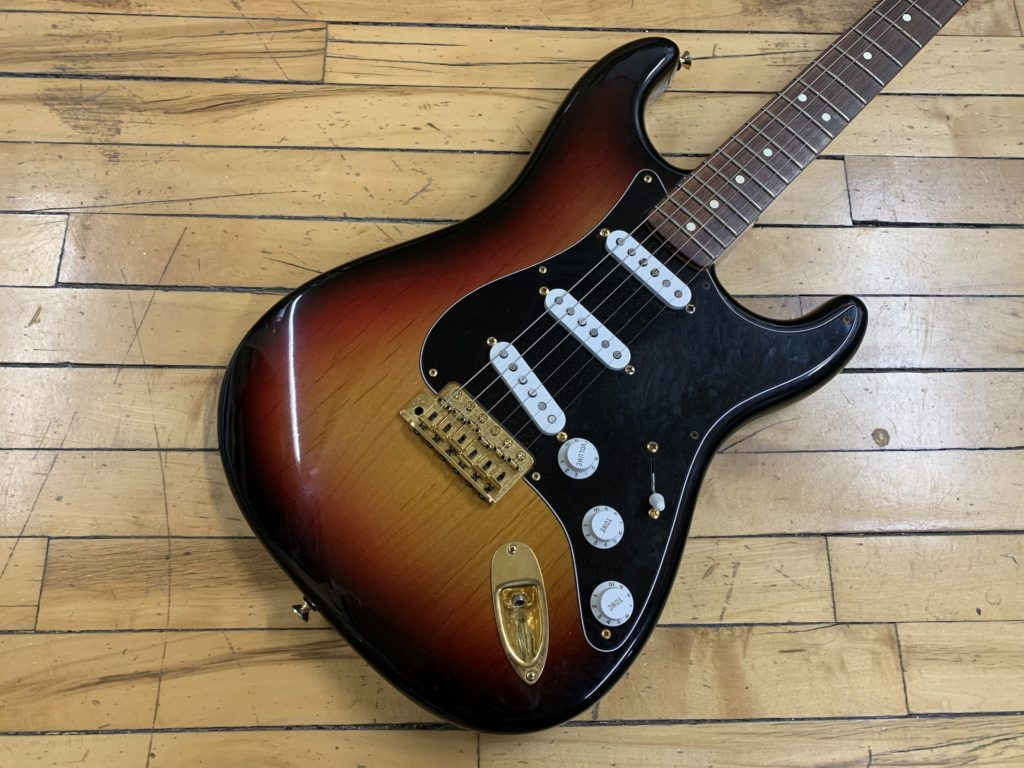 CFW Relic Poly Stratocaster